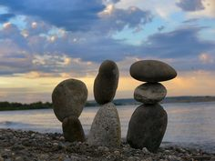 cairns by water River Stones, Beach Stones, Sculpture Art, Garden Sculpture, Sculptures, Stone Cairns, Stacked Stones, Water Art, Sticks And Stones