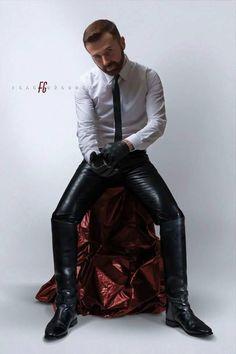 Leather Bootlicker in Nebraska: Photo Mens Leather Pants, Tight Leather Pants, Leather Boots, Mens High Boots, Estilo Dandy, Moda Men, Hommes Sexy, Leather Fashion, Men Dress