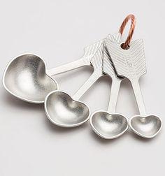 heart measuring spoons