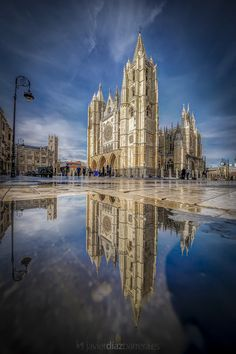 By Javier Diez Barrero Amazing Architecture, New York Skyline, Cathedral, Building, Travel, Iglesias, Beautiful Things, People, World