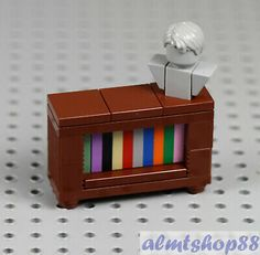 LEGO - Bookcase Brown w/ Head Bust Minifigure Furniture Cabinet Sideboard Town Legos, Easy Lego Creations, Lego Fish, Lego Hospital, Casa Lego, Lego Furniture, Minecraft Furniture, Lego Challenge, Micro Lego