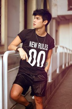 Guy fashion 618189486339373762 - Source by Hipster Fashion, Guy Fashion, Mens Fashion, Fashion Outfits, Boy Photography Poses, Poses For Men, Hot Boys, Jonaxx Boys, Attractive Men