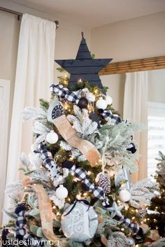 Here are best Black and White Christmas Decoration ideas. These Black and White Christmas decor include Christmas home decor & White & Black Christmas Trees Christmas Tree Star Topper, Creative Christmas Trees, Black Christmas Trees, Country Christmas, Christmas Home, Christmas Wreaths, Christmas Decorations, Holiday Decor, Plaid Christmas