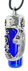 """Кот и Звезд бутылки, оловянные $ 16.95  кошка, в форме полумесяца и звезды украшают оловянную покрытых крышку свинца этого стекла кобальт бутылки. Носите с собой духи, эфирные масла смесь, драгоценных камней или специальный брелок в bottole. На высоте 2-1 / 8 """"высокий и приходит на регулируемой черный шнур."""
