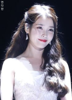 171202 Melon Music Awards Cr: 연다한 In the ballads where folk melodies combined with words taken from poems were popular. The are the beginning of a new era for K-Pop culture. K-Pop, which has developed itself… Continue Reading → Korean Beauty, Asian Beauty, Korean Girl, Asian Girl, Iu Twitter, Oppa Gangnam Style, K Drama, Iu Fashion, Korean Actresses