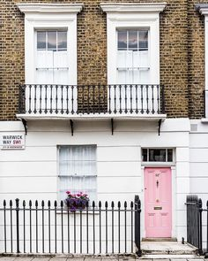 House with a pink door in Pimlico, London