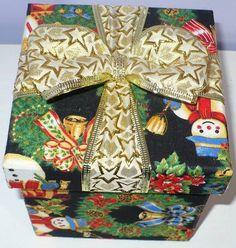 Caixa mdf revestida com tecido 100% algodão, acabamento interno em E.V.A. e decoração de natal. Cabe um panetone de 80g da bauducco com a embalagem de fábrica. www.nikiatelier.elo7.com.br