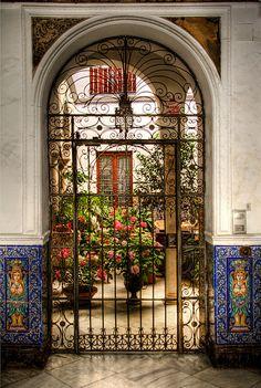 Patio del barrio de Santa Cruz. Sevilla.