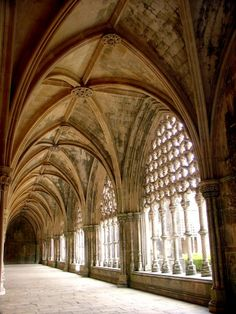 Batalha Monastery cloister, Portugal. Photo  Fred Lopes.