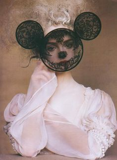 Lisa Cant photographed by Irving Penn for Vogue.