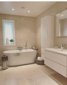 Bad Fliesen Office Furniture Buyers Guide This modern office furniture guide aims to inform you on d Cream Bathroom, Brown Bathroom, Modern Bathroom Design, Bathroom Interior Design, Bathroom Inspo, Bathroom Inspiration, Family Bathroom, Small Bathroom, Regal Bad