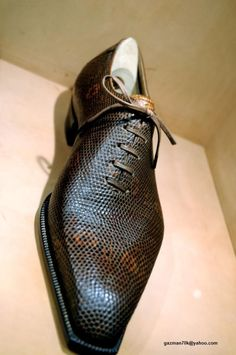 So here is a repost of my visit to Hidetaka Fukaya The entrance of Hidetaka s shop is down a little lane directly opposite the rear exit of a restaurant. Hot Shoes, Men S Shoes, Men Dress, Dress Shoes, Estilo Cool, Gentleman Shoes, Mens Designer Shoes, Well Dressed Men, Formal Shoes