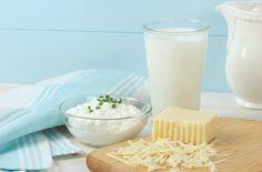 牛乳を含む乳製品はグルテンと共に炎症性食品と言われ、膨満感、ガス、腹痛、便秘、下痢などの消化器系の問題や自閉症の人の問題行動を引き起こす原因になってしまいます。カルシウムが豊富なため成長期の子供には必須アイテムのように言われますが、植物性のカルシウムを選べば良く、乳製品の持つ健康上のメリットより炎症のリスクの方が多いのです。