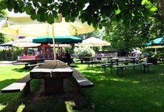 Biergarten-Idylle im Münchner Umland | Muenchen mit Kind Patio, Outdoor Decor, Home Decor, Fine Dining, City Life, Beer Garden, Decoration Home, Room Decor, Home Interior Design