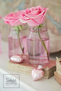 Styling A Romantic Living Room For Valentine's Day Use ivories for mantel Pink Love, Pretty In Pink, Pink And Green, Color Rosa, Pink Color, Couleur Rose Pastel, Romantic Living Room, Vase Transparent, Parfum Rose