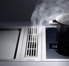 Gaggenau VL 414: Regardless of whether it is installed with a visible edge or flush-mounted next to the Vario cooking appliances: The VL 414 downdraft ventilation draws steam downwards directly from where it arises. Up to four ventilation elements can be combined with a fan unit, which can be controlled conveniently by means of a single AA490 control knob - quietly, precisely and highly efficiently.