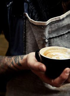 barista Cappuccino e Caffè Latte Art But First Coffee, I Love Coffee, Coffee Break, My Coffee, Morning Coffee, Coffee Tumbler, Latte Art, Coffee Cafe, Coffee Drinks