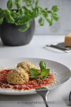 Due bionde in cucina: Polpette di ricotta con sugo al pomodoro