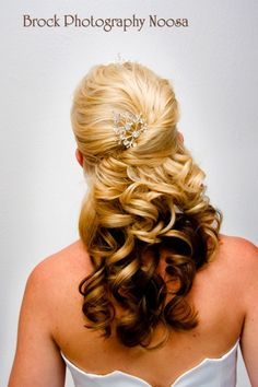 Curled long 1/2 up wedding hairstyle #weddinghairstyles
