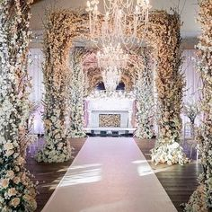 Dripping with luxury and elegance and certainly a walk to remember for your wedding day!! Photo via @5starweddings.