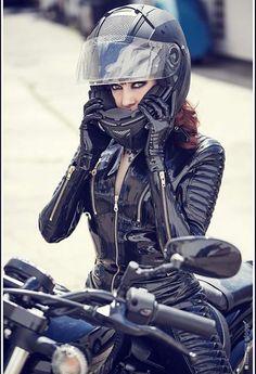 ☺Kinky Moto Girl -- New Latex Biker Catsuit by Lacing Lilith Motorcycle Suit, Motorbike Girl, Lady Biker, Biker Girl, Pantalon Vinyl, Motard Sexy, Chicks On Bikes, Cafe Racer Girl, Ducati Monster