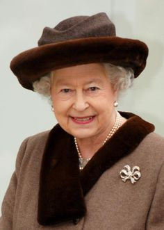 Queen Elizabeth II smiles as she opens the King Edward Court Shopping Centre on February 2008 in Windsor, England. (Photo by Samir Hussein/Getty Images) Die Queen, Hm The Queen, Royal Queen, Her Majesty The Queen, Queen Queen, English Royal Family, British Royal Families, Fascinator Wedding, Happy Birthday Woman