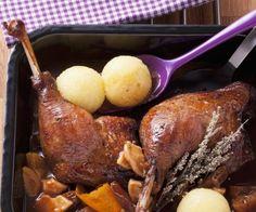 Rezept: Gänsekeule mit Pflaumen-Apfel-Soße