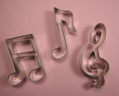 Musical Note Cutter Set Medium (source: http://www.sugardelites.com/Guitar-Set-of-3-Large_p_1764.html). Please try our new #carouselboxes / #treatboxes. They come in 10 awesome colors and can hold cookies, donuts, cupcakes, treats, gifts ... http://www.betterbakersbox.com/carousel-boxes.html.