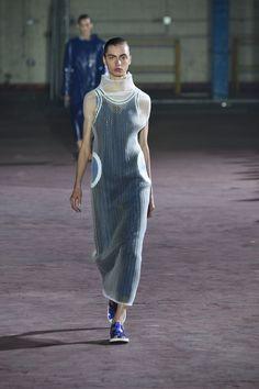 Joseph London Spring/Summer 2017 Ready-To-Wear Collection Spring Fashion 2017, Fashion Week 2016, Fashion Show, Fashion Design, Joseph, London Spring, Sporty Style, Vogue Paris, Editorial Fashion