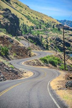 Somewhere in the American Southwest. Beautiful Roads, Beautiful Sites, Roads And Streets, City Road, Winding Road, Travel Humor, Pathways, Family Travel, Countryside