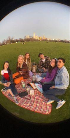 𝐈𝐆 𝐈𝐈|| Pʀᴏᴍᴇᴛᴏ ɴᴏ ᴠᴏʟᴠᴇʀ ᴀ ʀᴏᴍᴘᴇʀ ᴛᴜ ᴄᴏʀᴀᴢᴏ́... Sᴇɢᴜɴᴅᴀ ᴛᴇᴍ… #detodo # De Todo # amreading # books # wattpad I Need Friends, Cute Friends, Best Friends, Group Of Friends, Cute Friend Pictures, Friend Photos, Shotting Photo, Foto Blog, Summer Aesthetic
