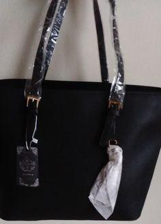 Kupuj mé předměty na #vinted http://www.vinted.cz/damske-tasky-a-batohy/kabelky/11224993-nova-velka-cerna-kabelka-se-zlatymi-detaily