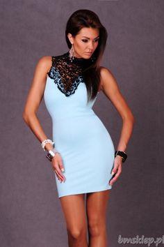Sukienka damska o prostym , ponadczasowym fasonie. Dekolt ozdobiony najmodniejszym w tym sezonie designem - kobiecym haftem. Wiązana na szyi.... #Sukienki - http://bmsklep.pl/emamoda-sukienka-wiazana-na-szyi-mieta-4401-3-sukienki