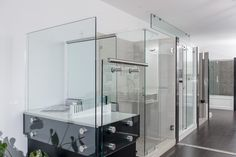 pictures of glass show rooms   Powered by Total 360   Copyright © 2014