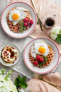 Show your best friends an amazing Galentine's Day with these delicious beet waffles with maple creme fraiche and sunny side up eggs dish! Beet Recipes, Fun Recipes, Cooking Recipes, Healthy Recipes, Ranch Potato Salad, Bacon Ranch Potatoes, Breakfast Items, Breakfast Recipes, Savory Waffles