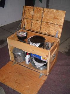 Dutch box - survivalist forum off grid survival/ homestead s Camping Chuck Box, Pickup Camping, Camping Box, Camping Table, Camping Hacks, Camping Ideas, Fire Cooking, Cast Iron Cooking, Oven Cooking