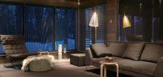 Hôtel Finlande : Chalet privé en Laponie - Europe - 8 Hotel Chalet, Villa, Couch, Curtains, Europe, Furniture, Home Decor, Chalets, Lapland Finland