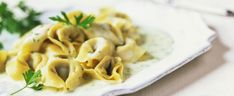 Pennette condite con fagiolini, bottarga e pangrattato abbrustolito, aromatizzate con aglio e prezzemolo