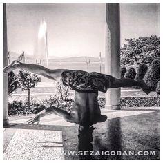 """Morgens um halb zehn auf dem """"DACH der Welt""""!  Meine Heimat, der Bodensee hat das größte Süßwasserbecken Europas und ist zugleich ein besonderer energetischer Ort auf dieser Erde. Er wird  von 3 anliegenden Ländern umkreist: D = Deutschland A = Austria CH = Schweiz Die Anfangsbuchstaben bilden zusammen das Wort """"DACH"""" und so kommt die Bezeichnung """"DACH der Welt"""" zustande. #sezaicoban #dachderwelt #Yoga #urbandance #blessed #grateful Pix by """"Jensito San"""""""