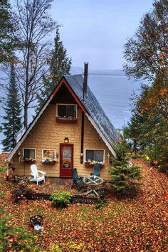 exterior // a-frame / cabin / tiny house A Frame Cabin, A Frame House, Little Cabin, Little Houses, Tiny Houses, Dream Houses, Haus Am See, Cabin In The Woods, Cabin On The Lake