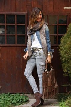 mytenida:ethnic belt and fur vest | mytenida en stylelovely.com. Perfect outfit with #Lucchese Demi boots, style I4910                                                                                                                                                                                 Más