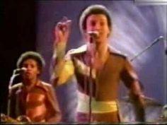 Heatwave - Ain't No Half Steppin' - LIVE - YouTube