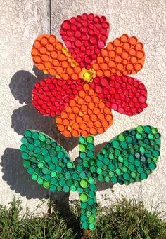 Garden crafts ideas for kids plastic bottles Ideas Bottle Top Art, Bottle Top Crafts, Bottle Cap Projects, Diy Bottle, Bottle Caps, Plastic Bottle Tops, Plastic Bottle Flowers, Plastic Bottle Crafts, Plastic Caps