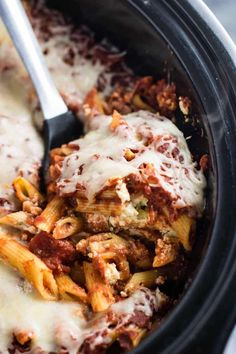 A recipe for easy crock pot baked ziti with minimal prep work. Make crockpot pasta that cooks all on it's own. Healthy Meals For Two, Healthy Crockpot Recipes, Slow Cooker Recipes, Cooking Recipes, Crockpot Meals, Slow Cooking, Crock Pot Baked Ziti Recipe, Slow Cooker Baked Ziti, Easy Family Meals