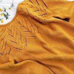 DROPS Design / Garnstudio (@dropsdesign) • Instagram-bilder og -videoer Sweater Knitting Patterns, Free Knitting, Baby Knitting, Crochet Patterns, Drops Design, Knit Or Crochet, Free Crochet, Knitted Baby Outfits, Drops Baby