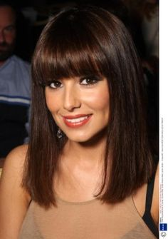 bangs, blunt cut - cheryl cole-pin it from carden Fringe Hairstyles, Hairstyles With Bangs, Straight Hairstyles, Medium Hair Styles, Short Hair Styles, Brunette Bangs, Bob Haircut With Bangs, Corte Y Color, Cheryl Cole