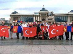 Moğolistan'dan  Moğolistan'ın başkenti Ulan Bator'daki Türkler, demokrasiye destek vermek için başkentin ana meydanı Sükhbaatar'da bir araya geldi. (Fotoğraflar: Arşiv)