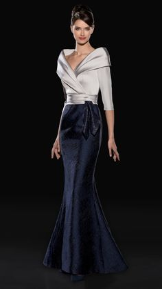 Forever in Style - Beauty and Fashion through the centuries Mother Of Groom Dresses, Mothers Dresses, Mob Dresses, Fashion Dresses, Formal Dresses, Bride Dresses, Beautiful Gowns, Beautiful Outfits, Elegant Dresses