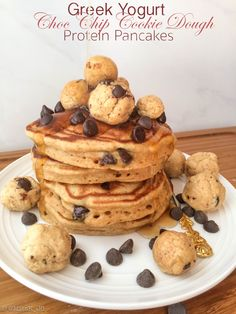 healthier greek yogurt choc chip protein pancakes (Miss K // Healthy Desserts) Healthy Diet Recipes, High Protein Recipes, Protein Foods, Healthy Smoothies, Healthy Desserts, Healthy Breakfasts, Protein Pancakes, Protein Breakfast, Yummy Food