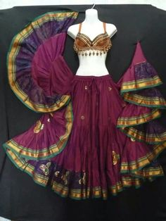 Belly dance outfit - skirt  top from Magical Fashions. MagicalFashions.com #BellyDancingCostumes